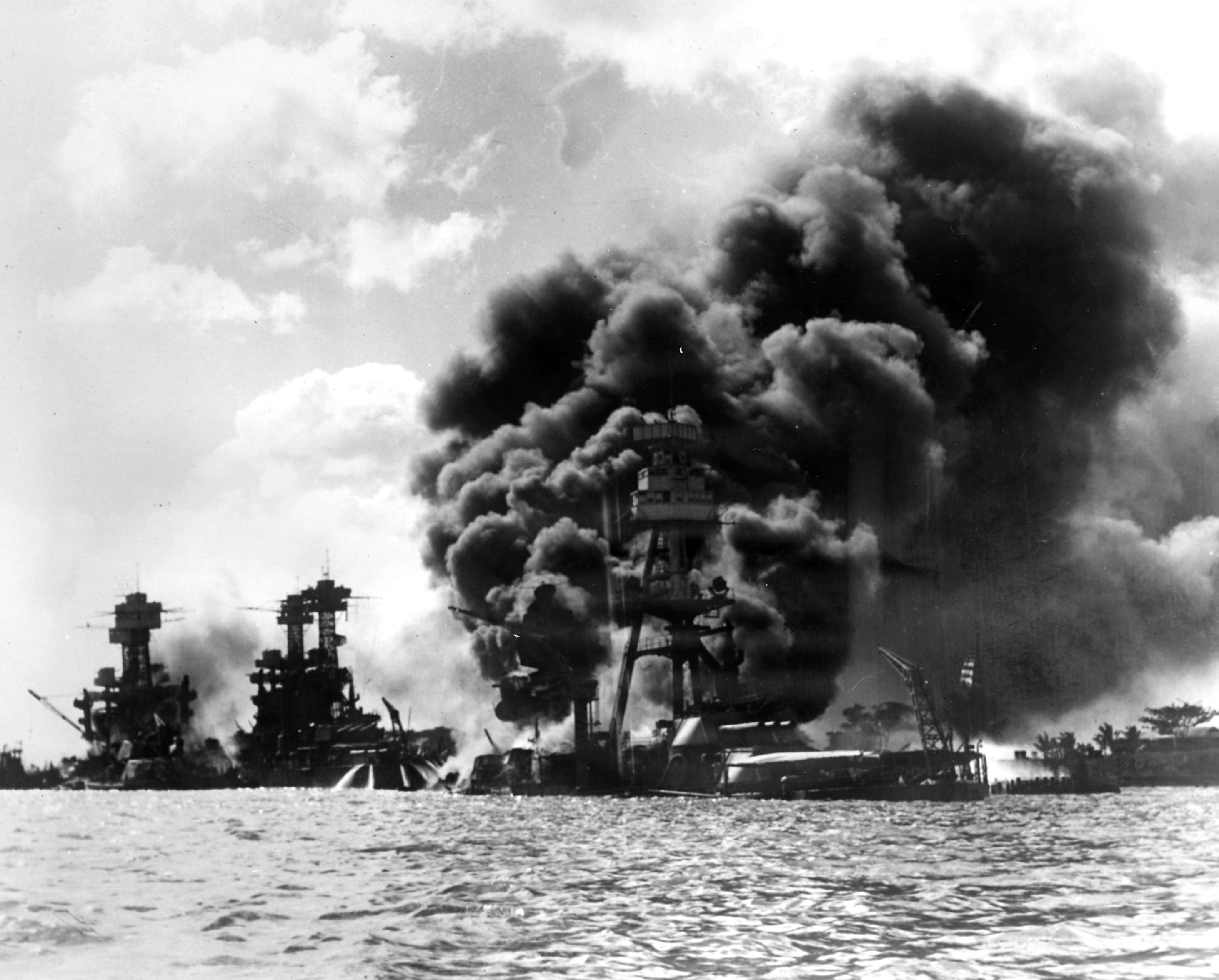 HISTORY IN IMAGES: Pictures Of War, History , WW2: The ... |World War 2 Bombing Of Pearl Harbor
